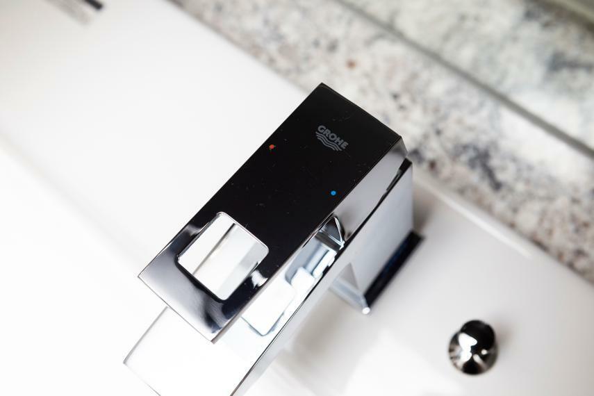 洗面化粧台 グローエ社製シャワー水栓