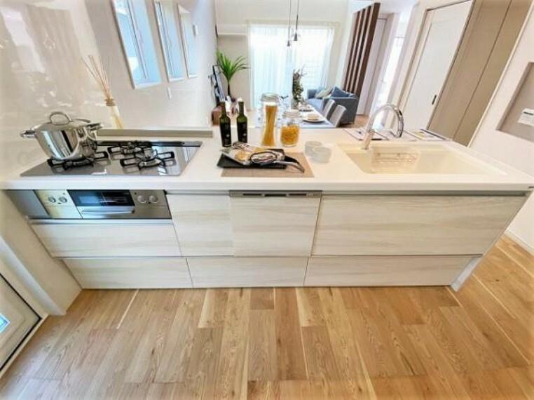 キッチン 対面式カウンターキッチンなのでご家族の様子を見ながら家事ができます