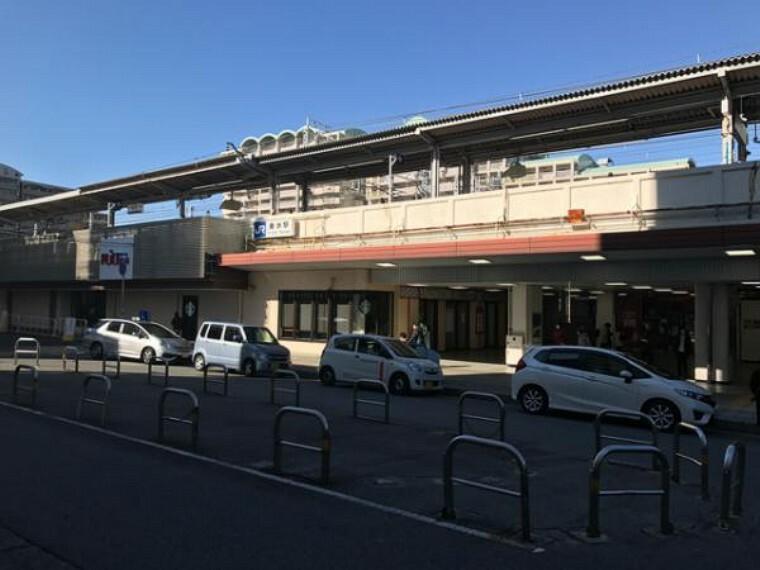 JR山陽本線「垂水駅」駅を降りてすぐにショッピングモールや飲食街があります。駐輪場もあり、バス便で地下鉄沿線にも行けます。徒歩でアウトレットモールにも行けて便利です。