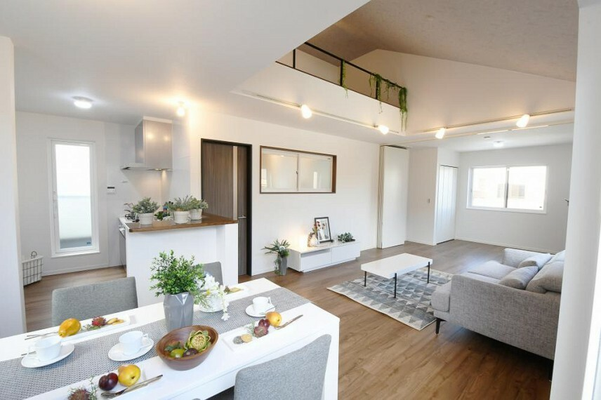 参考プラン間取り図 【モデルハウス14号地 リビング】2階リビングを勾配天井にすることで、明るく開放感が生まれます。