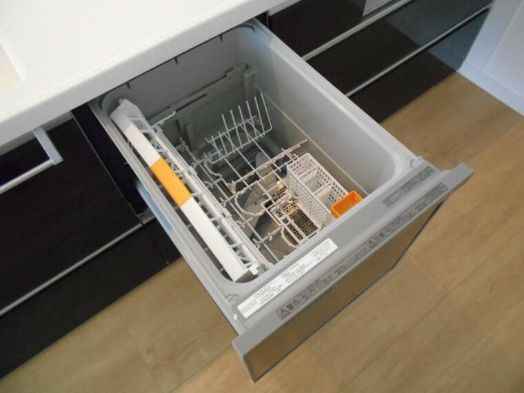 キッチン ビルトイン式食器洗浄乾燥機付きです。