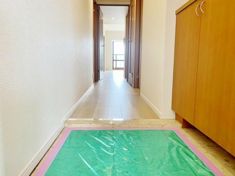 玄関 玄関周りは高級感と断熱性 防犯性に優れてなければいけません。ピッキング対策に優れたセキュリティサムターン等 玄関扉も進化しています。快適な住まいには安心も添えてありますね。