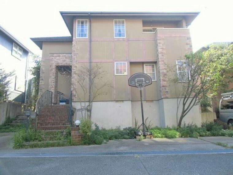 外観写真 閑静な住宅街に佇む2階建てのお家です
