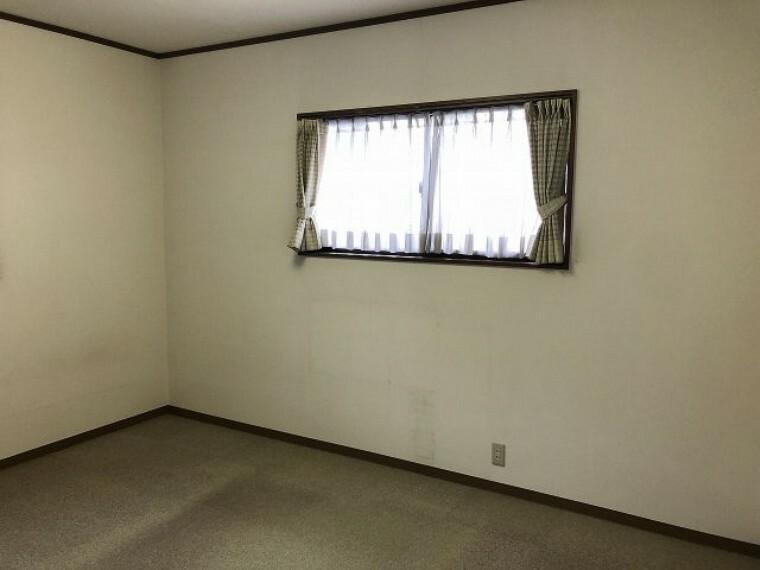 洋室 明るい2階の洋室です。