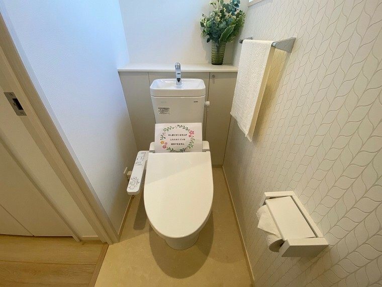 トイレ (1階トイレ)広いトイレ