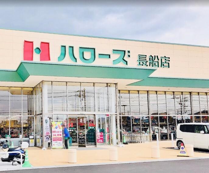 スーパー 24時間営業でいつでもお買い物に行けます 駐車場は115台まで可能です