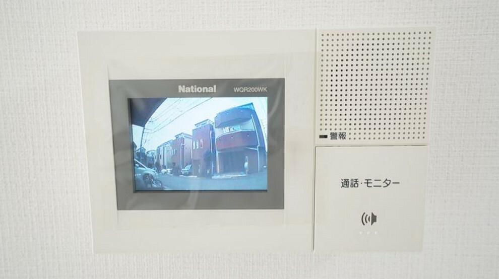 防犯設備 来訪者の顔が確認できるインターフォン。