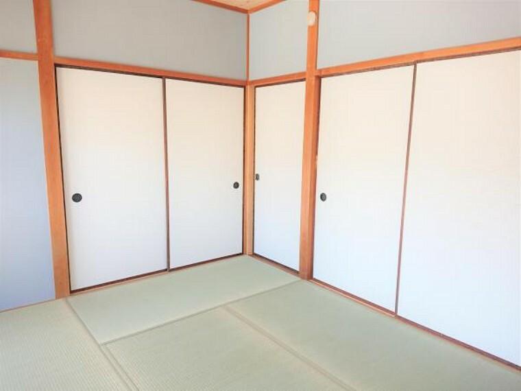 【リフォーム済】 1階和室(別角度)  畳は表替えし、ふすまを張り替えました。イグサの香りに癒される、居心地の良いお部屋に仕上がりました。