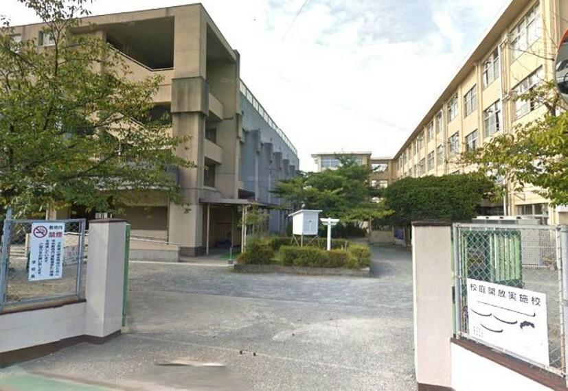 小学校 【小学校】福岡市立八田小学校まで240m