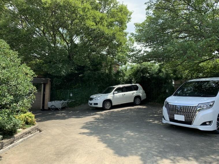 駐車場 敷地内駐車場です。(4~5台可能)