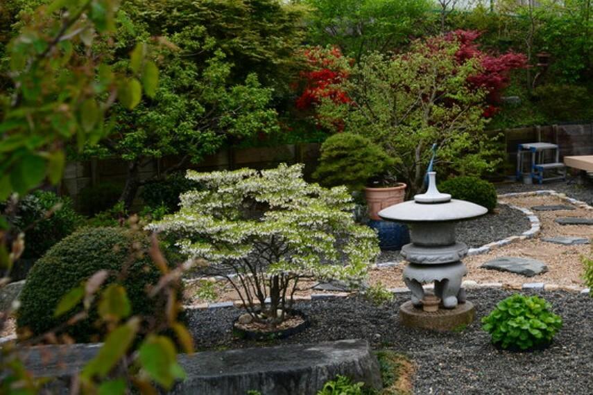 庭 敷地内庭園です。