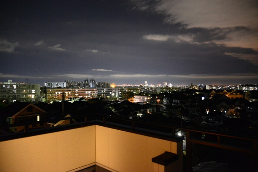 眺望 バルコニーからの夜景です。