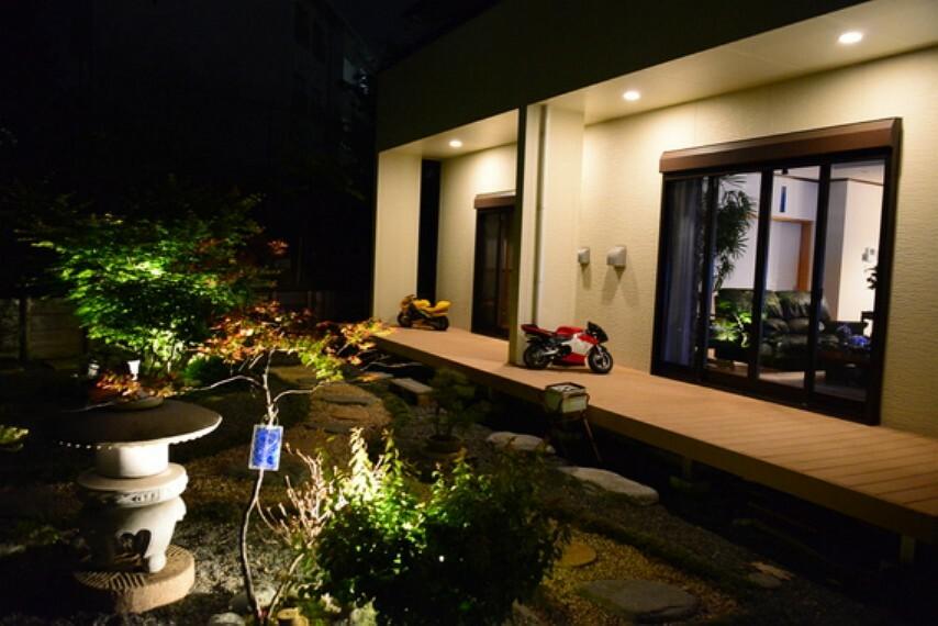庭 夜のお庭です。素敵ですね。