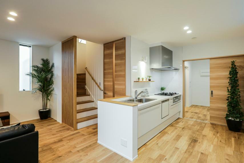 キッチン キッチンは洗面室にもつながる家事が楽な2way動線。(2号棟)