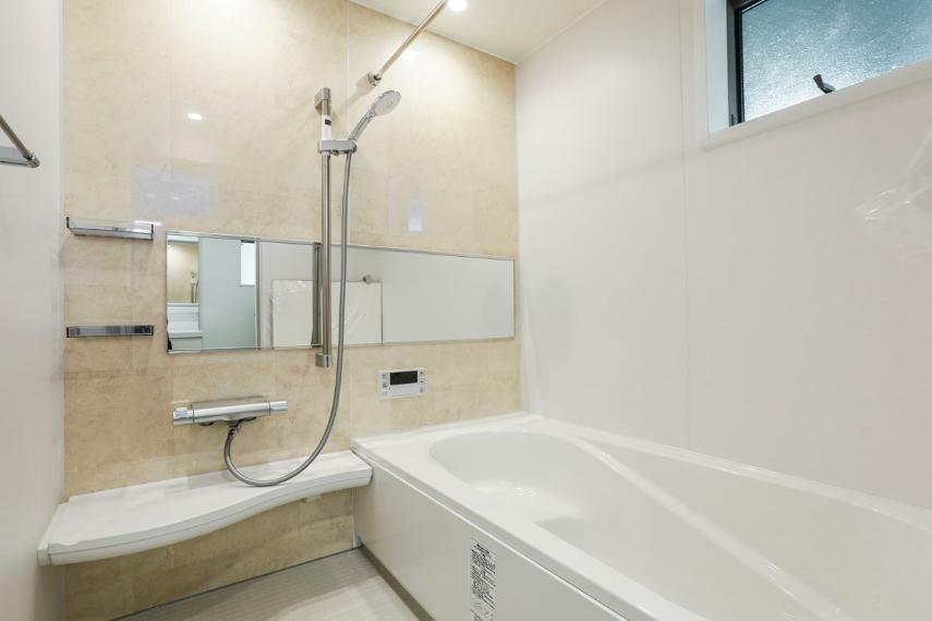 浴室 高級感あふれるバスルーム。浴室内の湿気を除去してくれる除菌イオン機能付浴室暖房乾燥機を設置しています。(2号棟)