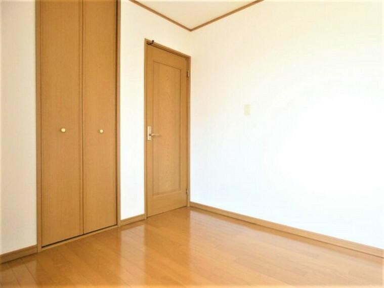 専用部・室内写真 洋室です。物入れがございます。