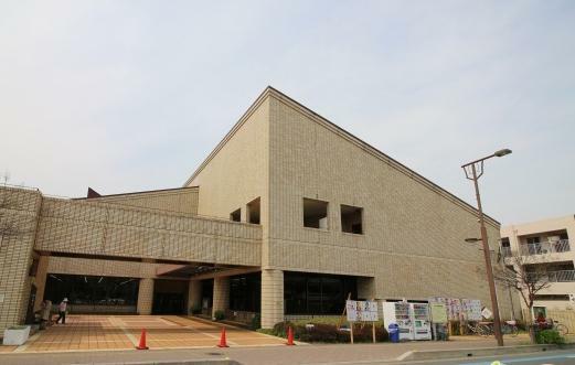 図書館 坂戸中央図書館(350m)