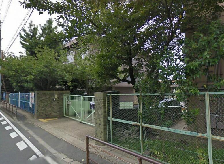 小学校 【小学校】桃山小学校まで550m