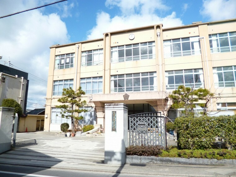 中学校 【中学校】桃山中学校まで1900m