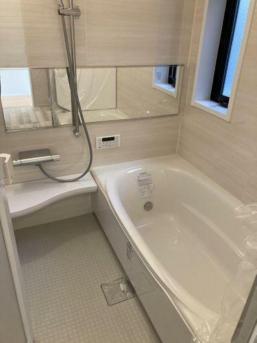 浴室 一日の疲れを癒してくれる場所なので、快適に過ごして頂く為にゆったりサイズのバスタブを用意しました。是非半身浴をお楽しみ下さい。