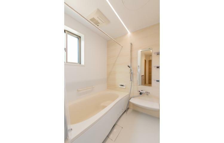 浴室 浴室は一坪サイズの浴室乾燥機付。足を伸ばしてゆったりと入ることができ、一日の疲れを癒すことができます。