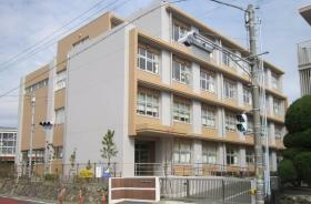小学校 浜松市立白脇小学校まで1900m 「自立するすこやかな白脇の子」を目標に丁寧な指導を行っています。
