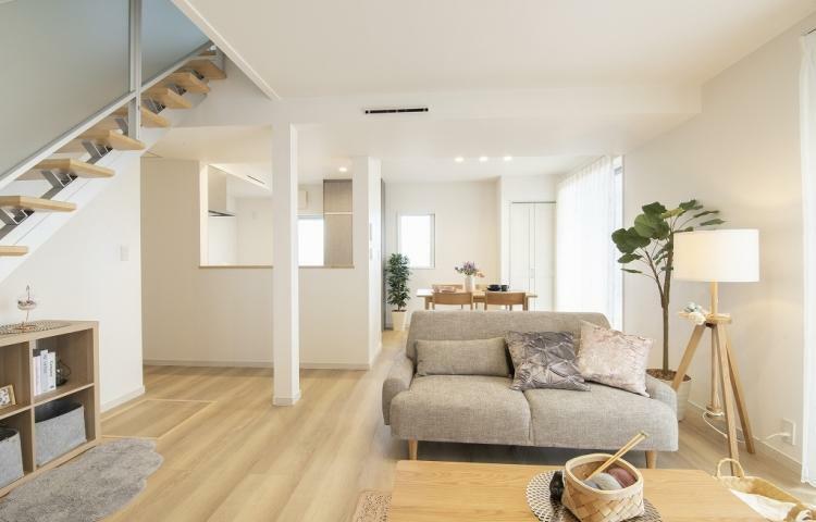 リビングダイニング NO.3-3 コーディネートされた家具や小物もぜひ現地でご覧ください。※家具付きで特別販売中