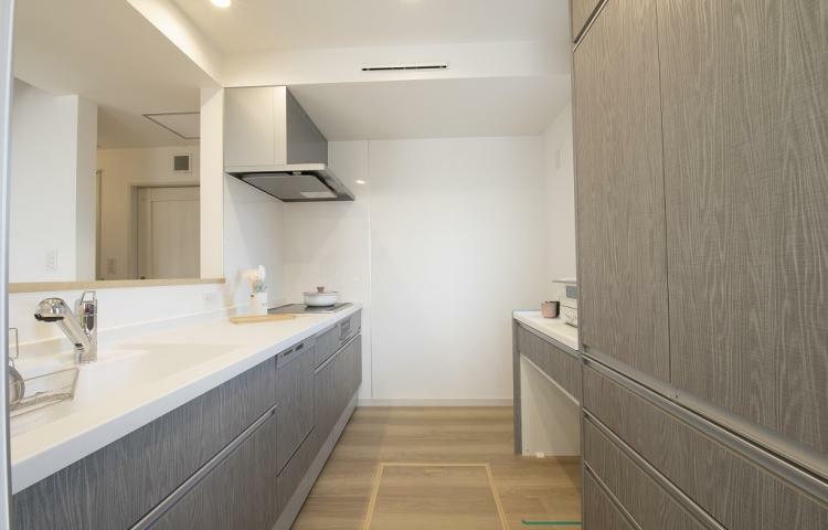キッチン NO.3-3 キッチンの収納スペースも充実。お皿や調理器具をすっきり片付けられます。