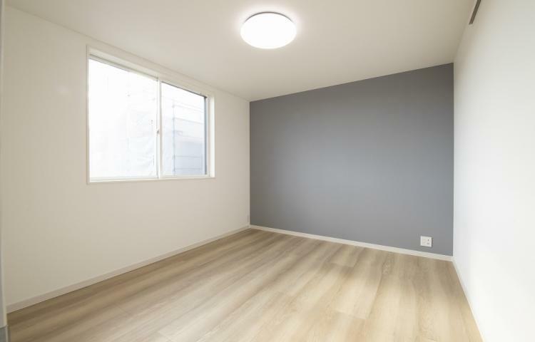 寝室 NO.3-3 主寝室にはシックなアクセントクロスを採用。