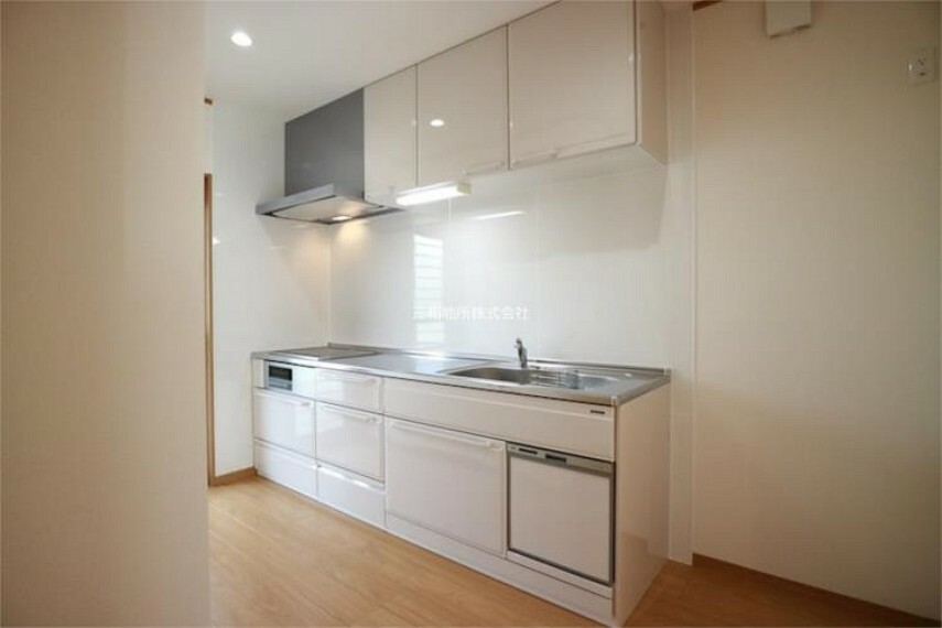 キッチン 上下にたっぷり収納のある機能的なキッチン