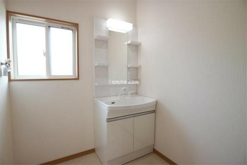 洗面化粧台 シンプルで機能的な洗面台