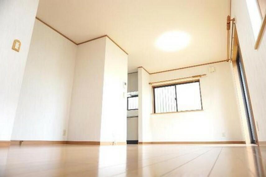 居間・リビング 約15帖のLDKです。ゆとりある広さで開放感がございます。