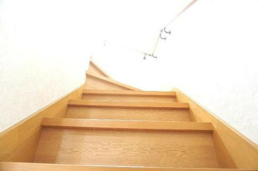 2階に上がる階段です。
