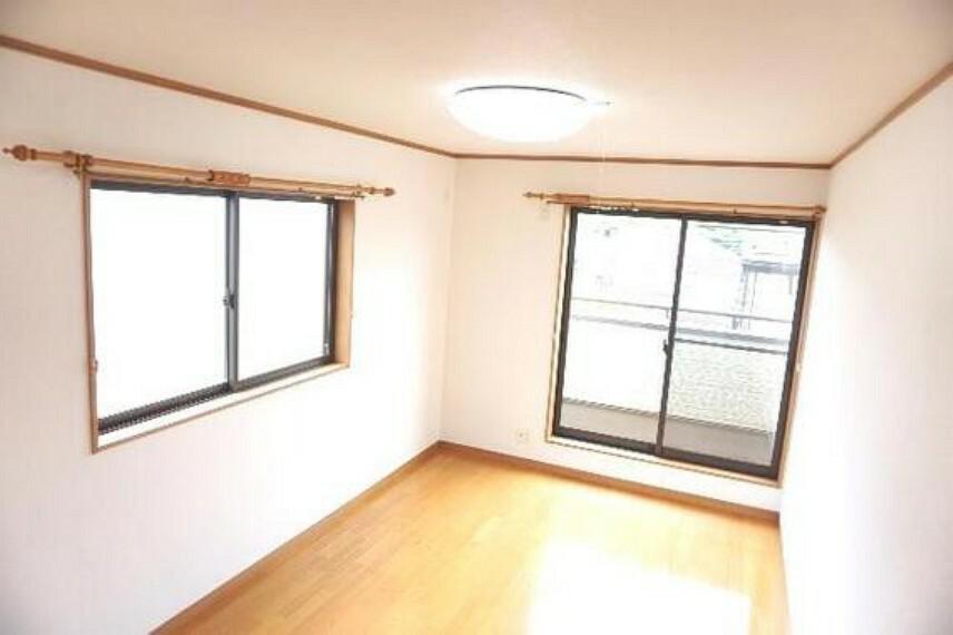 専用部・室内写真 2面採光につき風通しも良さそうです。