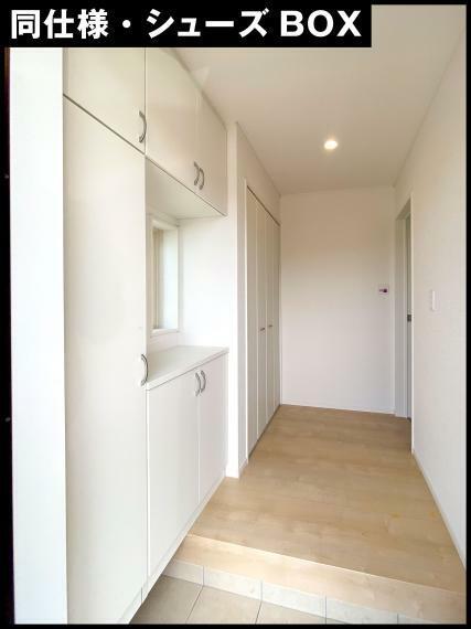 収納 物件には、様々な収納スペースがあります。  玄関にはシューズボックス。 キッチンには、床下収納。 和室には、押入れ。 洋室3室には、クローゼットがあります。  間取りによっては、ウォークインクローゼットや納戸、廊下に収納スペースがついた間取りもありますので、詳しくは、間取図をご覧いただくか、お問い合わせください。
