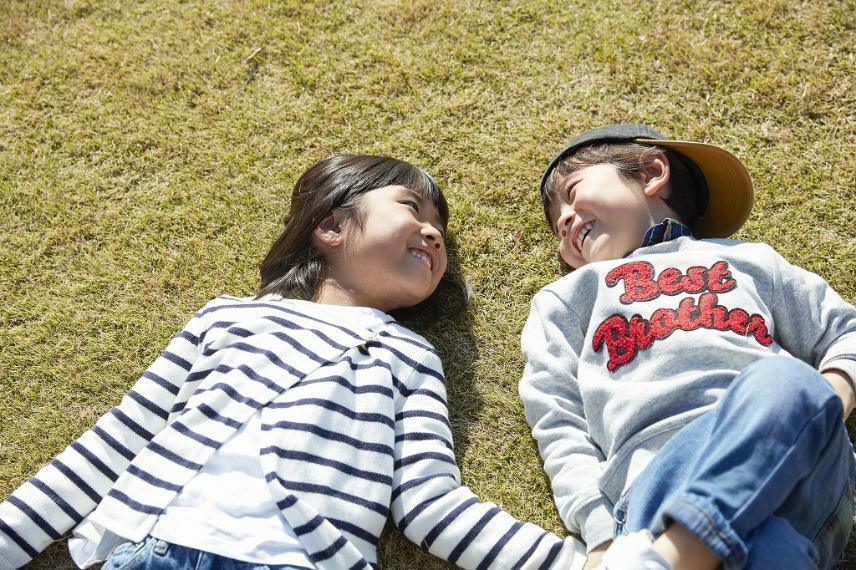 公園 学校・公園が近くにあるため、子育て世代にはぴったりの住環境です。(写真:新居文化公園)