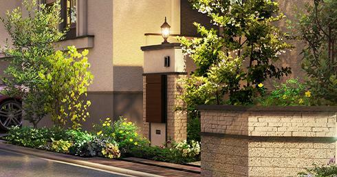 完成予想図(外観) <リズム感のある街並みを演出する、 デザイン門柱。> 留守時でも荷物が受け取れる、宅配ボックスを備えた機能的なデザイン門柱。石調タイルを基調としたデザインを採用し、街全体にリズム感を創出しました。