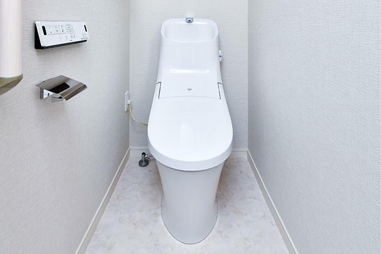 トイレ 一体型シャワートイレ 汚れがつきにくく、お手入れもしやすい超節水型トイレを採用しています。