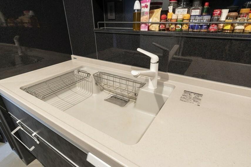 キッチン シンクが広くて洗い物がしやすそうですね。