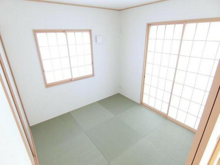 専用部・室内写真 約4帖の和室です。畳のお部屋は寛げる空間ですね。