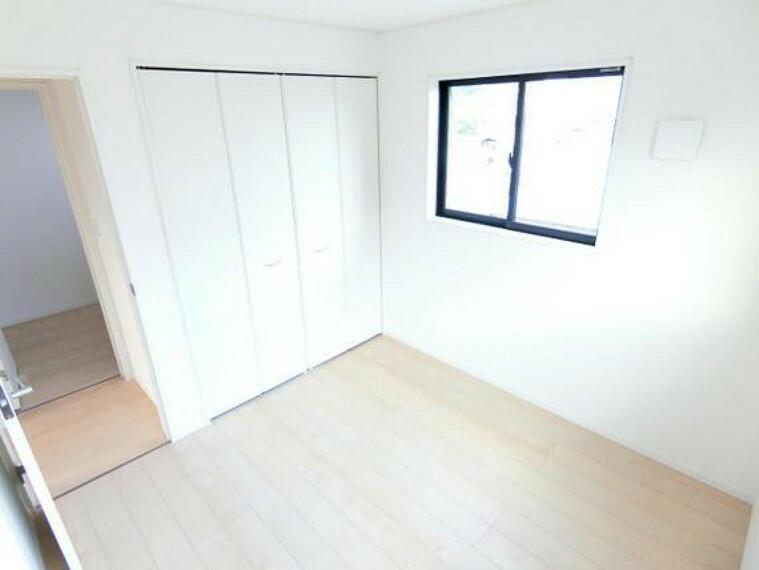 収納 クローゼット完備で、お部屋の生活スペースが有効的に使えますね。