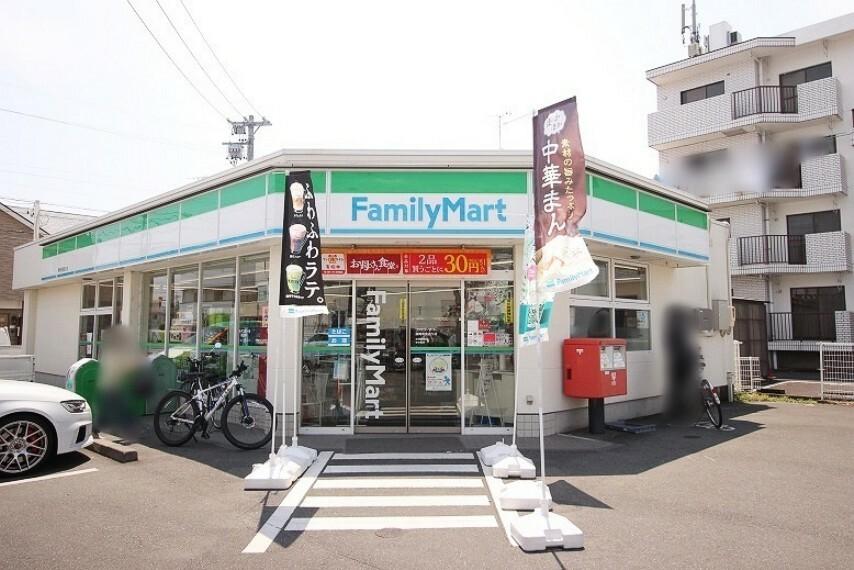 コンビニ ファミリーマート竜南通店