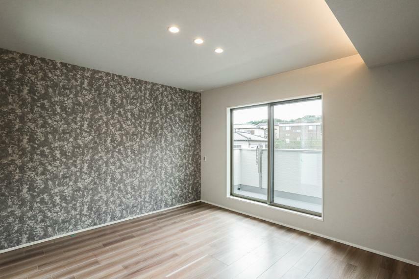 寝室 主寝室はダウンライトx間接照明の採用でおしゃれな空間に仕上げました。(2号棟)