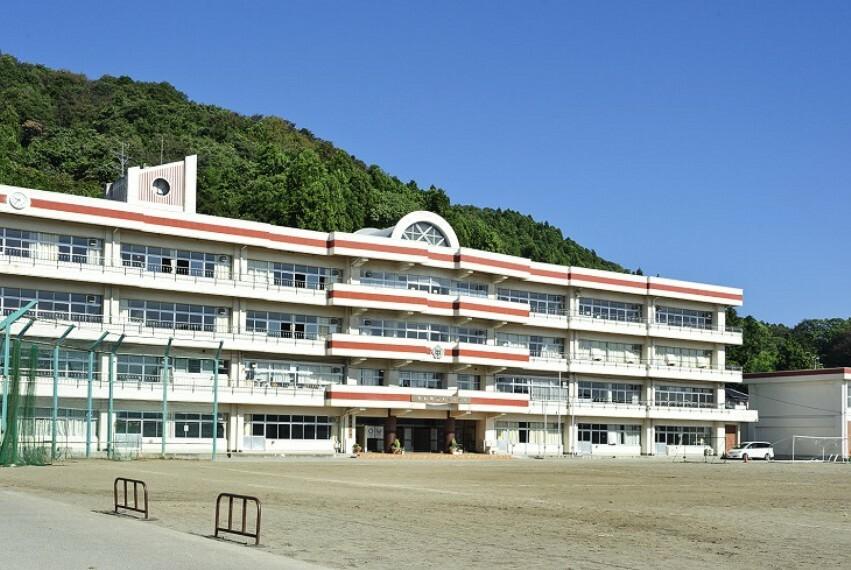 中学校 利府中学校 徒歩17分(約1320m)「夢や希望をもち未来を切り抜くことのできる生徒の育成」を教育目標とした中学校です。