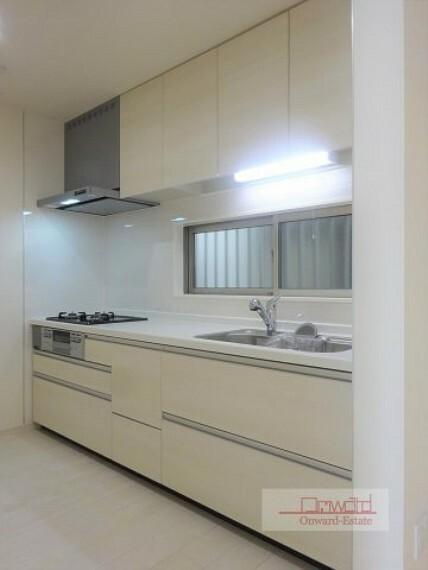 同仕様写真(内観) 会話をしながらお料理出来る対面キッチン!! 便利な床下収納付きです!