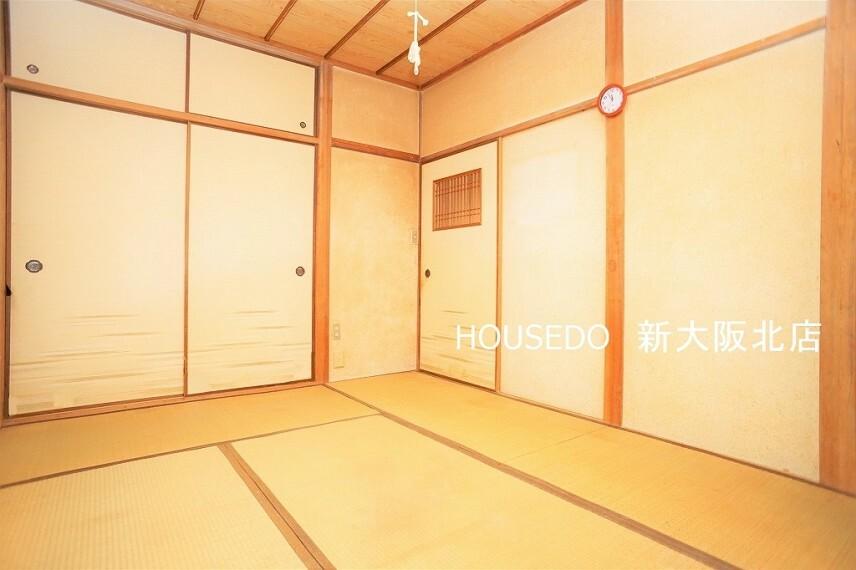 洋室 ■1階の居室になります! ■各居室は6帖とゆとりのある広さのお部屋ですので 家財道具を置いても窮屈になりませんね! ■梁などが邪魔をしないシンプルな作りですので、家具の配置もしやすそうですね!