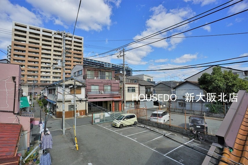 眺望 ■澄んだ空が気持ちいいですね! ■付近に大きな建物が無い為、日差しが遮られることはなさそうです! ■少し離れた大きなマンションの辺りが最寄り駅の神崎川駅になります!
