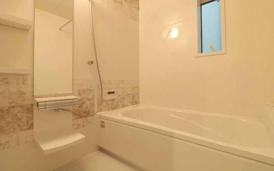 浴室 浴室には暖房乾燥機を設け、暮らしやすい工夫も取り入れています。1616サイズなのでゆとりあるお風呂タイムが楽しめます。