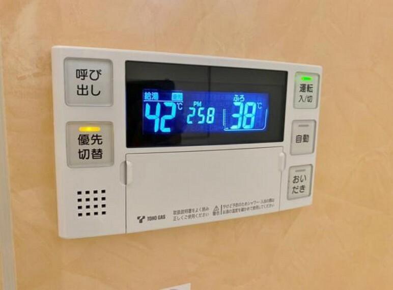 ボタンひとつでお湯はり、追い炊き、温度調整まで可能です。 キッチンからの操作も出来ますので大変便利です。