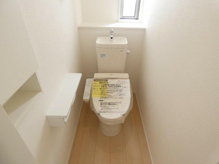 トイレ 各階におトイレがあり、嬉しい温水洗浄暖房便座となっております。